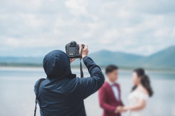 2- اجرای عکاسی و فیلمبرداری مراسم عروسی